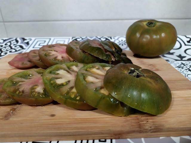 Tomates de fresilla, en rodajas
