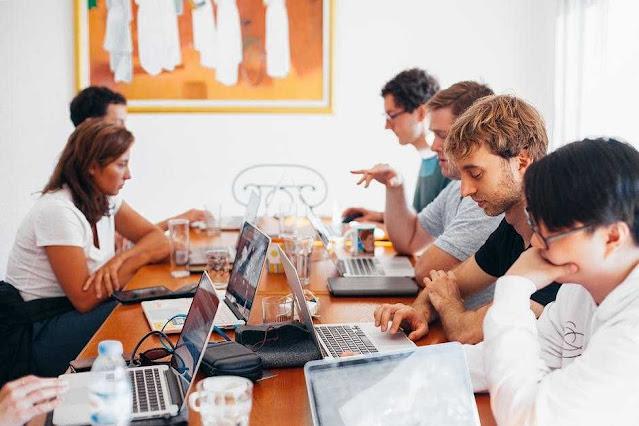 5 Cara Menyelesaikan Perbedaan Pendapat dengan Rekan Kerja