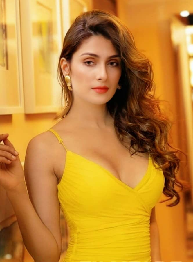 Ayeza Khan Hot Photos | Hottest Photos of Ayeza Khan