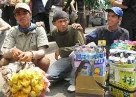 Derita Pedagang Asongan Akibat Corona, Menangis Tak Punya Uang Buat Makan