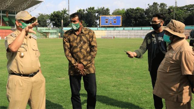 Plt Walikota Medan Akhyar Nasution meninjau Stadion Teladan, Medan, Selasa, 25 Agustus 2020. Hal itu dilakukan dalam rangka persiapan pertandingan Liga 2 Indonesia 2020 yang dijadwalkan akan mulai kick off 17 Oktober mendatang.