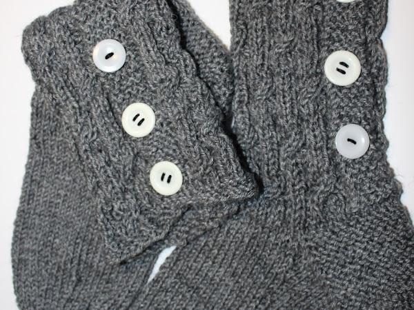 Nappivarsisukat ja Marimekon Räsymattosukat - Button socks and Marimekko Ragrug socks