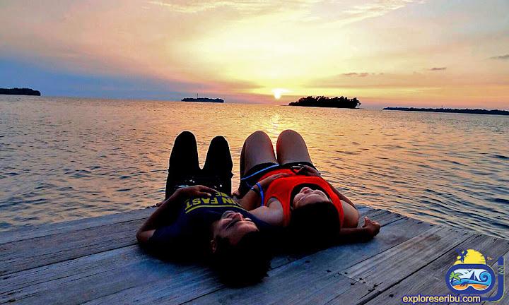 menikmati senja di wisata pulau tidung