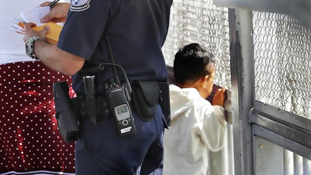 EE.UU.: Detienen por error durante 32 horas a una niña que iba caminado a la escuela