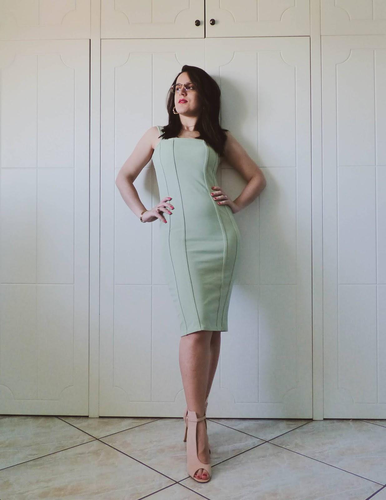 vestito elegante salvia