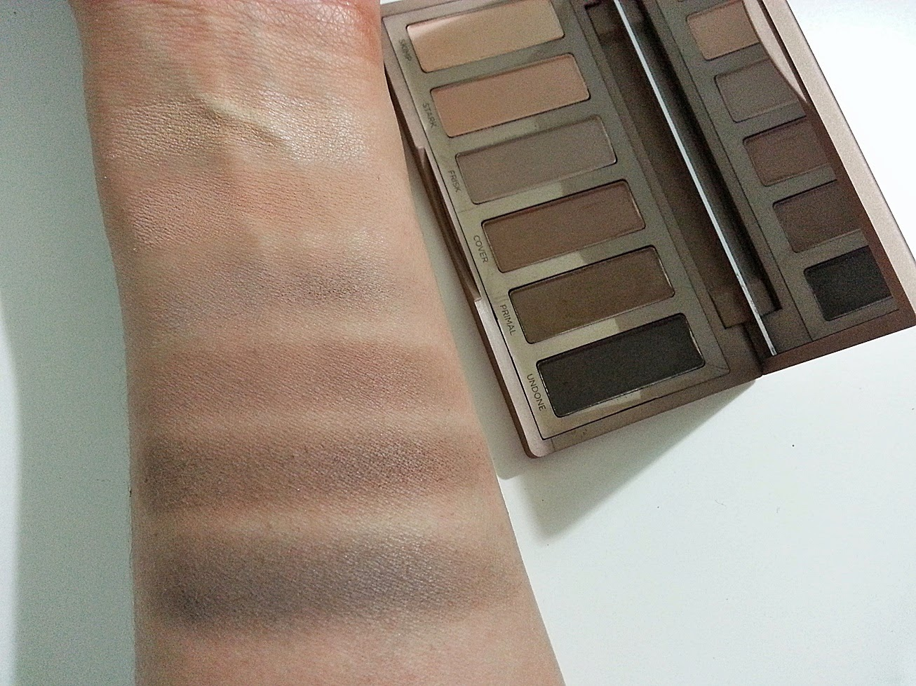 naked basics far paleti