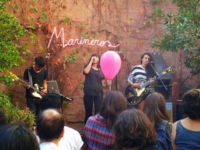 Marineros tocando en el aniversario de Qué Leo