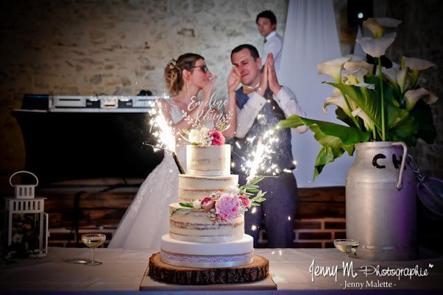 photo arrivée du gateau des mariés, salle la chaumerie rochetrejoux