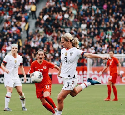 Lindsey Horan playing football for her national team