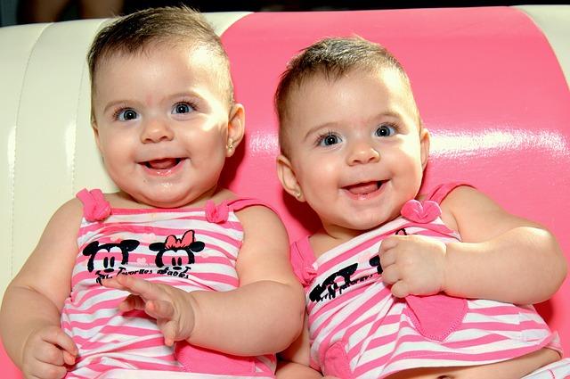 Kenali Beberapa Gejala Kehamilan Kembar