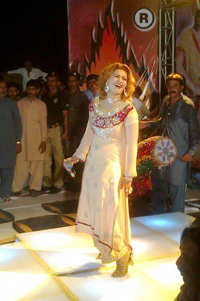 Nighat Naz hot Sindhi dancer