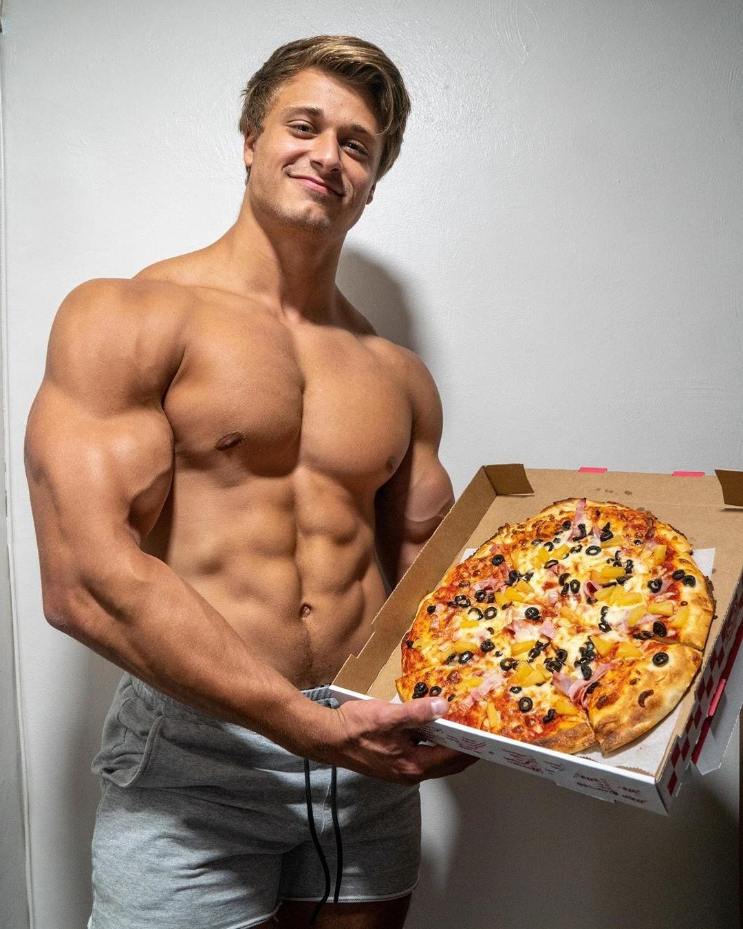 hot-muscular-biceps-blond-dude-smiling-pizza