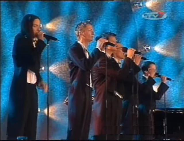 """2004 год. Юрмала. Группа """"Cosmos"""" выступает в концертном зале """"Дзинтари"""" на конкурсе """"Новая волна"""""""