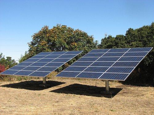 ابتكار لوح شمسى عكسى يولد الكهرباء من الظل