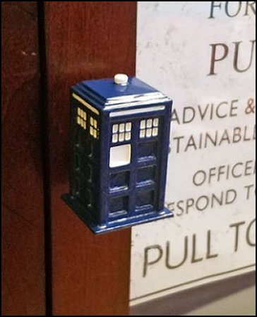 Doctor Who Drawer Pulls Resin TARDIS Cabinet Knob Police Box Dr Who Furniture Knobs for Kitchen Cabinet Bedroom Bathroom Dresser Drawer