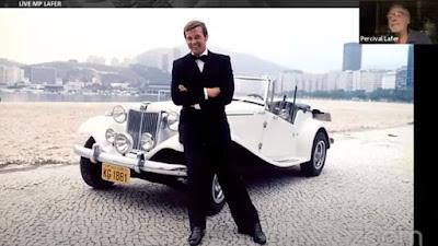 Reprodução de frame da primeira live sobre o MP, com Percival Lafer comentando a inserção do carro num filme de James Bond com cenas rodadas no Rio de Janeiro.