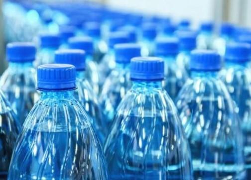 أكادير : مياه فاسدة لشركة معروفة تقلق المواطنين و تغضب حماة المستهلكين، وسط مطالب بفتح تحقيق في الموضوع.