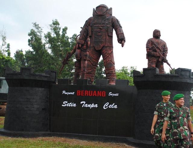 Detasemen Zeni Tempur 8/Gawi Manuntung (Denzipur 8/GM), Rabu (13/3/2019) kemarin meresmikan sebuah monumen untuk mengenang jasa para prajurit yang ada di satuan mereka.
