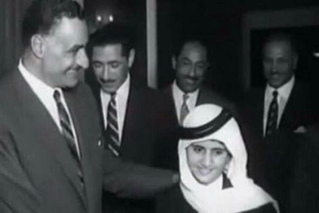 لن تصدق من هو هذا الطفل في الصورة برفقة الزعيم الراحل جمال عبدالناصر أصبح من أهم الشخصيات المؤثرة في العالم