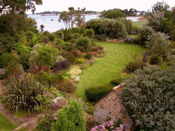 Ma terre de bruy re deux jardins l 39 honneur - Jardin du pellinec ...
