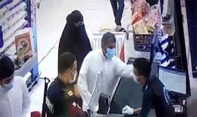 أعتداء كوتيين علي مواطن مصري مقيم بالكويت