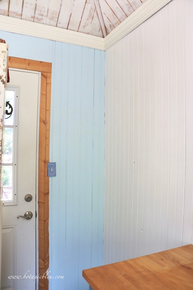 DIY new open shelves in the garden shed will have a blue and white color scheme