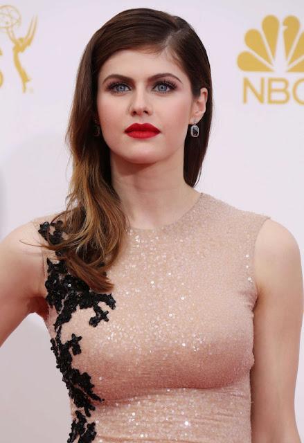 alexandra-daddario-in-gorgeous-dress