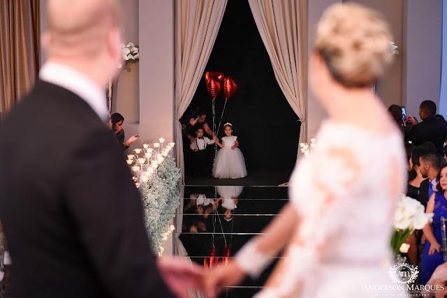 casamento clássico, casamento elegante, casamento chique, casamento real, decoração branca, tapete de espelho, passarela espelhada, casamento, cerimonia de casamento, anderson marques, dunia city hall, casarei em brasilia, casamento em brasilia, entrada da dama, dama de honra, daminha, pajem
