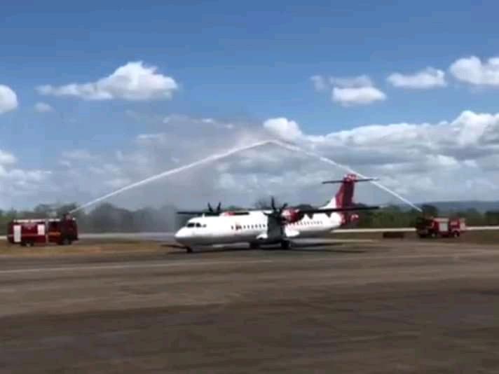 penerbangan perdana transnusa air baubau makassar di bandara betoambari