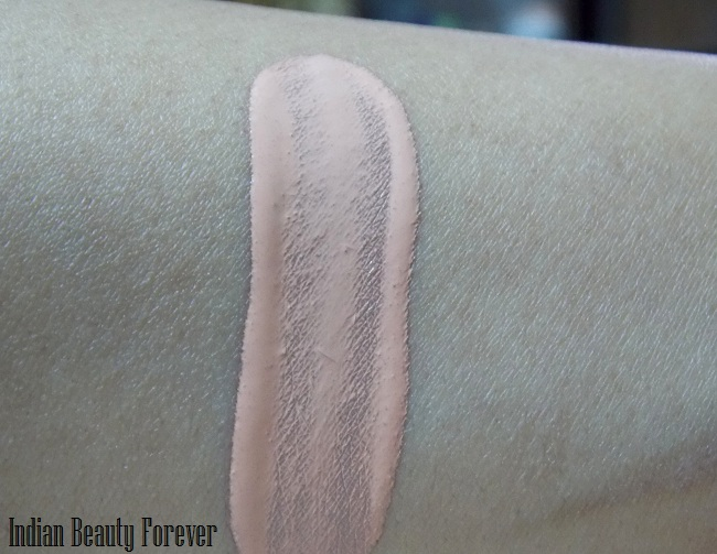 Revlon Touch and Glow Moisturizing makeup Gold Mist review swatches