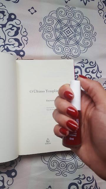 Esmaltes e Livros