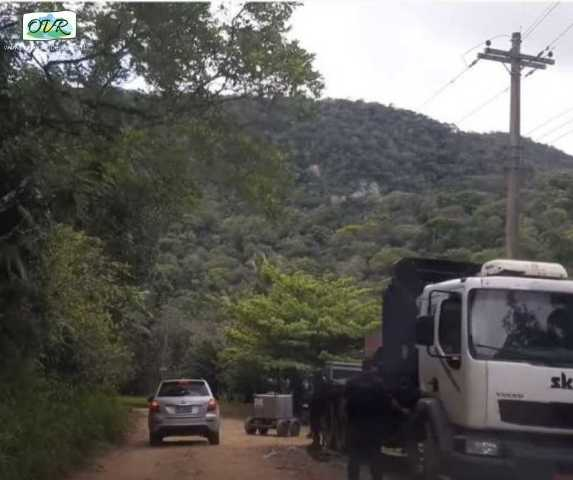 Discovery grava programa Largados e Pelados em Peruíbe
