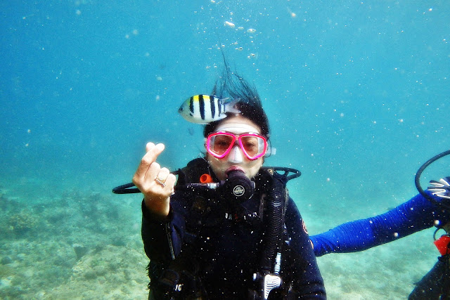 JustMom-Scuba-Diving-Scuba-Diving-Experince-Finger-Snap-Meachel