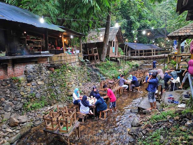 Pengalaman Makan Dalam Sungai Di BBQ Lamb KL Kemensah