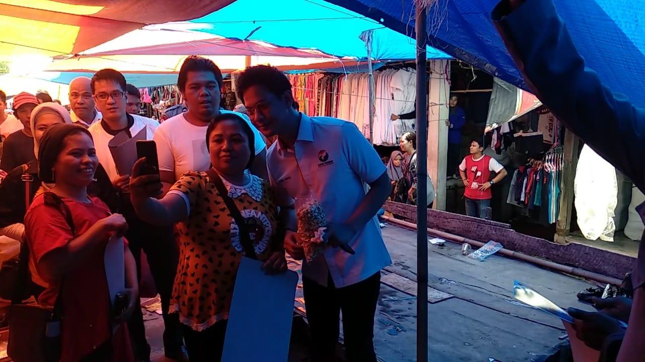 Pemain Sinetron Tukang Bubur Naik Haji Kunjugi Wajo, Jadi Rebutan Emak-emak