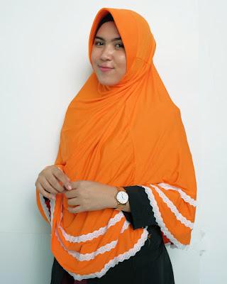 cewek chubby manis pakai Jilbab dan seksi imut