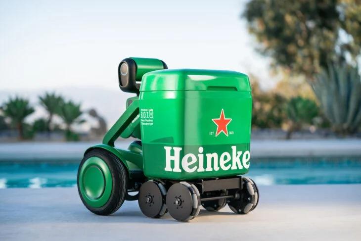 Heineken acaba de inventar una hielera que te sigue a todos lados para que no la estés cargando
