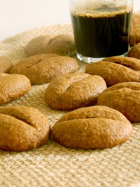 """Biscoitos """"grãos de café"""""""