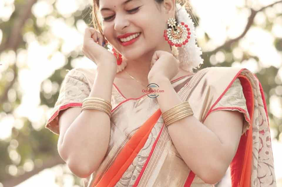 Odia album actress Cookies Swain looking gorgeous in Saree, Must view these photos