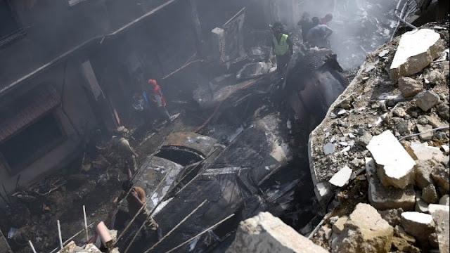 Συντριβή αεροσκάφους με 107 επιβαίνοντες στο Πακιστάν σε κατοικημένη περιοχή