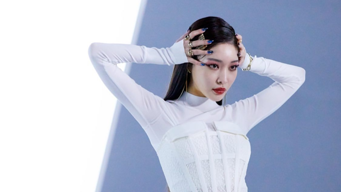 Kim Chungha's New Appearance with Lip Piercings Is Said Similar to Park Bom And Asked to Stop Doing Plastic Surgery