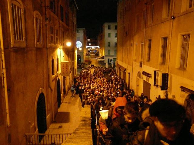 Procissão de velas em Marselha