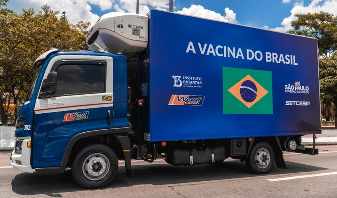 Caminhões VW Delivery são empregados no transporte de vacinas contra Covid-19 em São Paulo