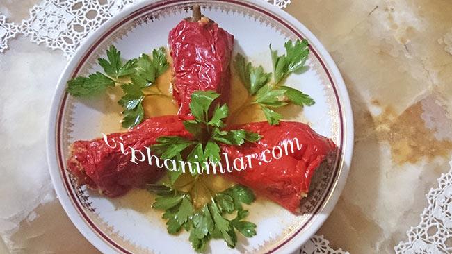 Etli Kırmızı Biber Dolması Tarifi - viphanimlar.com