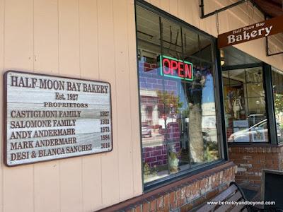 exterior of Half Moon Bay Bakery In Half Moon Bay, California