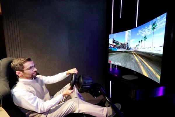 بالصور: إل جي تكشف عن شاشة مخصصة للألعاب و مرنة