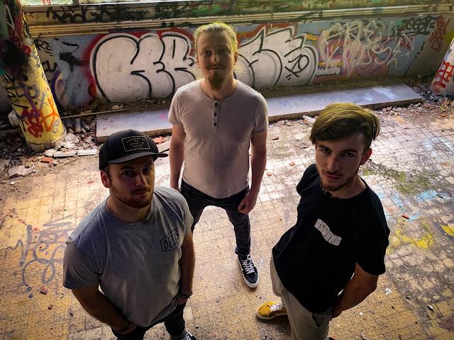Thom, Guirec et Rémy forment avec Paddang, un turbulent trio rock qui a tout pour plaire.