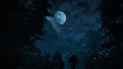 Guerrero contemplando la luna entre montañas