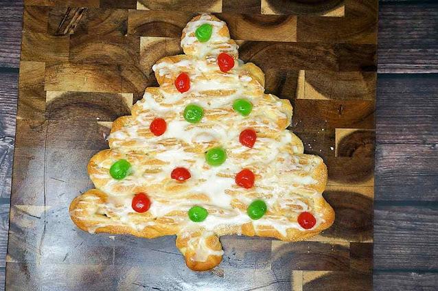 Christmas Tree Coffee Cake