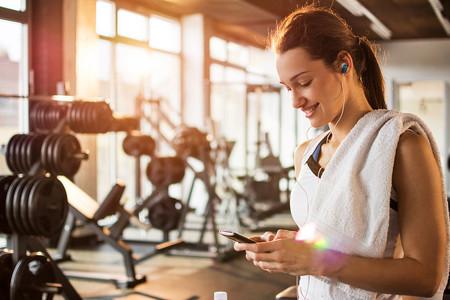 SALUD: Entrenar con música mejora la concentración y el rendimiento físico en el ser humano.